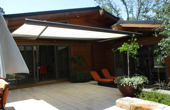 Retractable Awnings installation light and sturdy
